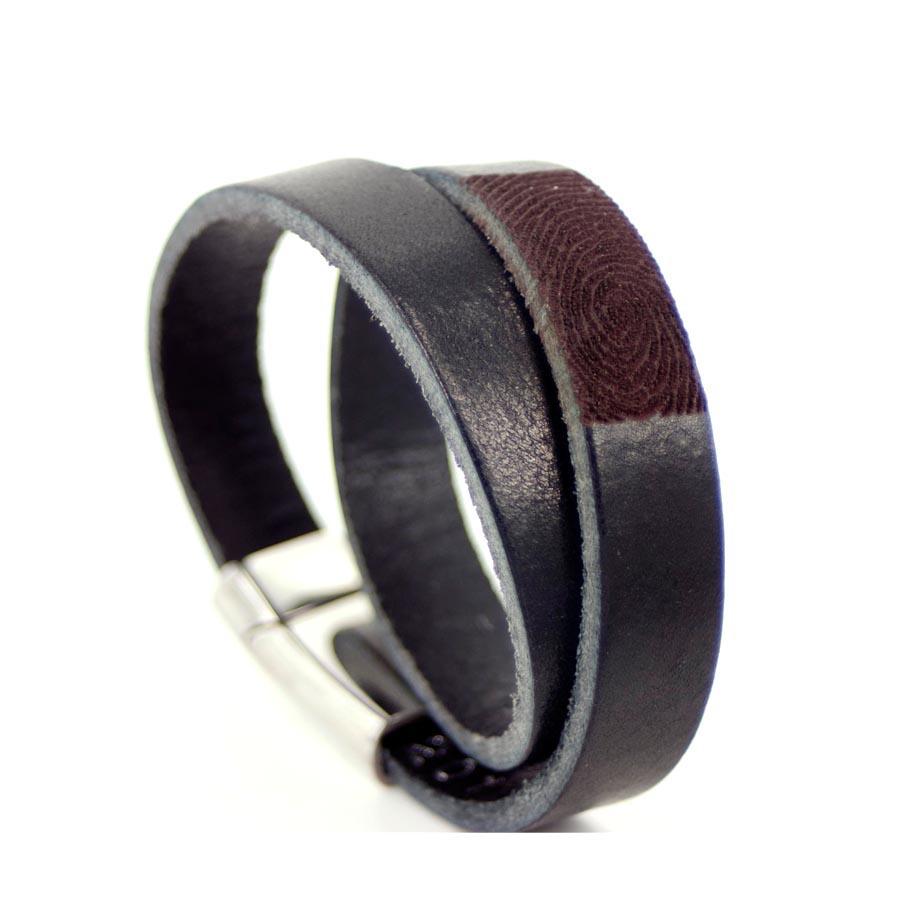 Læderarmbånd med fingeraftryk